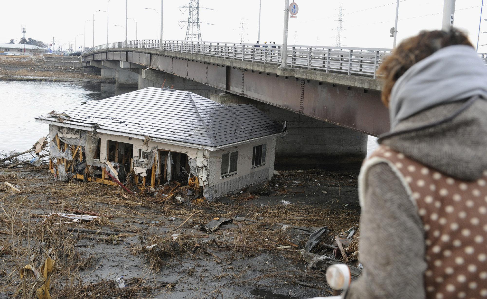Подборка фотографий последствий страшного землетрясения в Японии