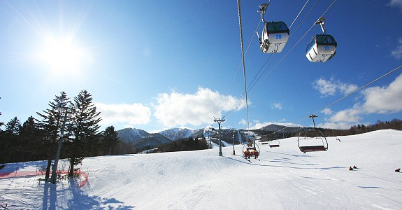 Five of Japan's best locations to ski and snowboard3