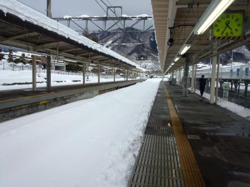 There's snow in my kitchen! Heaviest snowfall on record brings Yamanashi Prefecture to its knees3