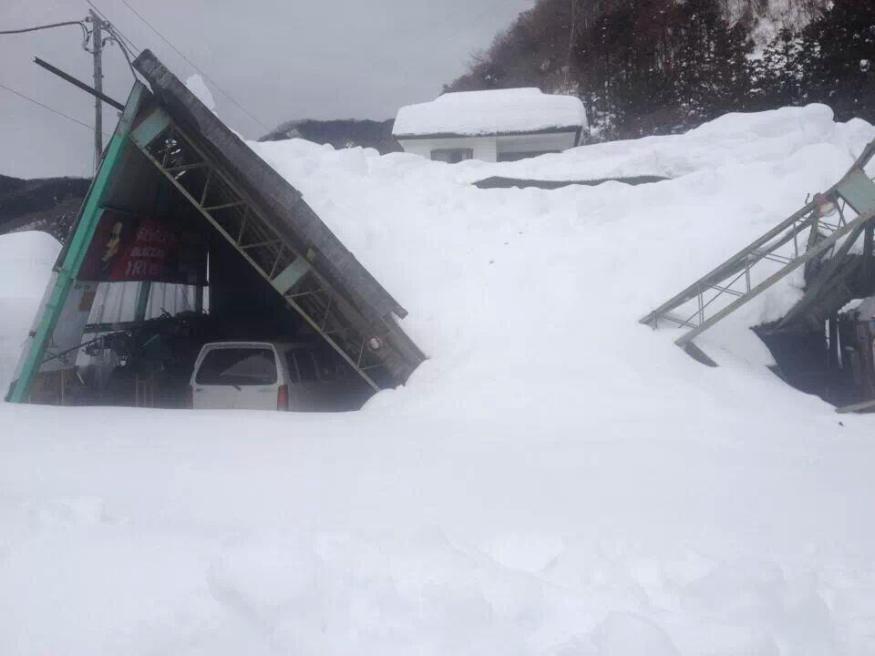 There's snow in my kitchen! Heaviest snowfall on record brings Yamanashi Prefecture to its knees9