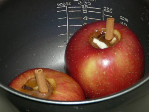 Use your rice cooker to bake delicious cinnamon honey apples