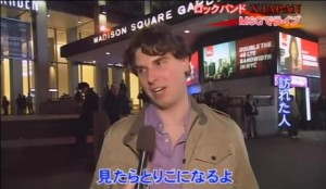 JQ magazine editor Justin Tedaldi talks X Japan to FCI NY outside Madison Square Garden, Oct. 11, 2014. (Courtesy Fujisankei Communications International)