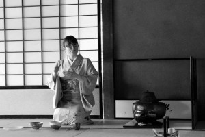 Hosting a tea ceremony with the local community in Takamatsu. (Annick Neuenschwander)