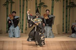 Shigeyama Ippei performs the Okina dance in Sanbaso. (Masahito Ono)